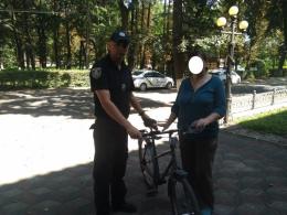 На Буковині неповнолітній викрав із чужого двору велосипед