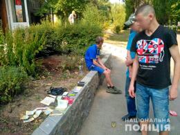 У Новодністровську дільничний офіцер поліції виявив чоловіка, який зберігав канабіс