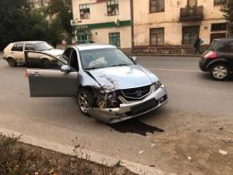 У Чернівцях п'яний водій врізався у припарковане авто