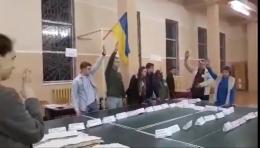 У Чернівцях дільнична комісія вигнала зі свого засідання спостерігачку «Опори» – відео