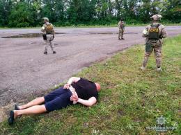 На Буковині затримали зловмисника, який вимагав у підприємця 50 тисяч гривень (фото)