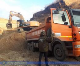 На Буковині дві будівельні фірми викрили на незаконному видобутку гравію