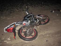 На Буковині двоє хлопців на повороті випали з мотоцикла