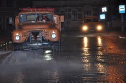 У Чернівцях розпочали хімічну обробку вулиць.