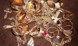На Буковині затримала чоловіка, що вкрав золотий перстень та ланцюжок