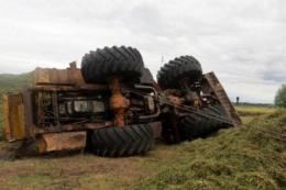 На Буковині перекинувся трактор, водій загинув на місці
