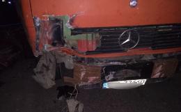 На Буковині зіткнулися вантажівка і легковик (фото)