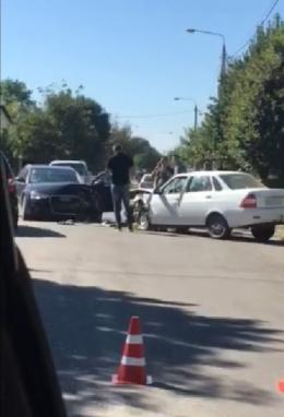 ДТП у центрі Новоселиці: зіткнулись два легковики (відео)