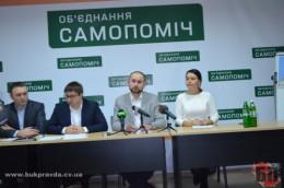 У міськраді в Чернівцях питання складання мандатів депутатами «Самопомочі» відклали на довивчення