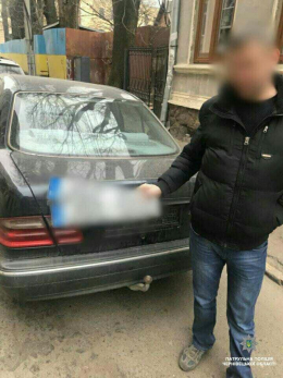 Патрульні у Чернівцях оперативно відшукали викрадені номерні знаки
