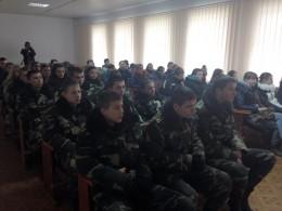 Чернівецьким школярам провели екскурсію в училищі професійної підготовки працівників міліції (фото)