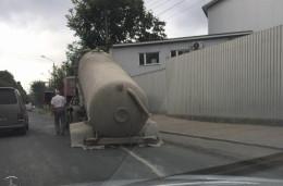 У Чернівцях під час руху у вантажівки відвалились колеса (фото)