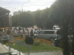 У Чернівцях на проспекті Незалежності таксист на єврономерах побився з пішоходами