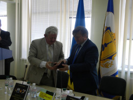 Професор ЧНУ отримав медаль Сікорського