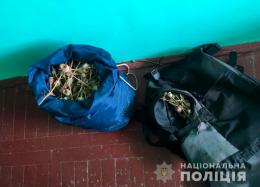 У рюкзаку буковинця правоохоронці знайшли наркотики