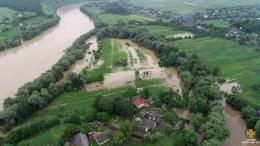 На Буковині рятувальники забезпечують мешканців затоплених сіл питною водою (відео)