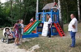 Замість сміття на Буковині у селі Кам'янка облаштували дитячий майданчик