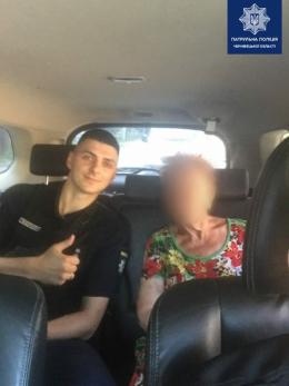 У Чернівцях поліція допомогла дістатись додому літній жінці, яка загубилася
