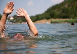 На Сокирянщині в ставку втопився чоловік, пішовши під воду за 10 метрів від берега