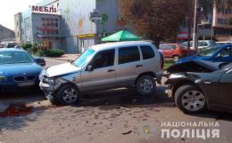 У поліції розповіли деталі потрійного ДТП у Чернівцях (фото)