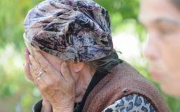 На Буковині 63-річна жінка, застосовуючи насильство, пограбувала свою 94-річну односельчанку
