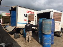 На Буковині правоохоронці заарештували авто, у яких зберігали двадцять тонн спирту