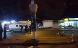У Чернівцях на Калинівському ринку автомобіль збив велосипедиста