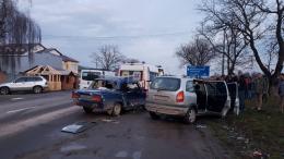 На Буковині зіткнулись два легковики: свідки кажуть, що один з водіїв був п'яний (фото)