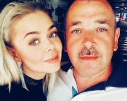 Співачка Аліна Гросу приїхала на Буковину агітувати за батька