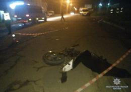 У Чернівцях мікроавтобус збив на смерть мотоцикліста (фото)