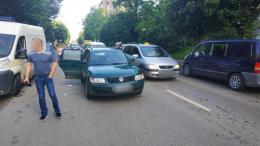 У Чернівцях легковик збив вагітну жінку, яка перебігала дорогу (фото)