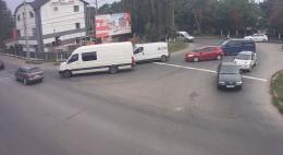 У Чернівцях на Калинівській вулиці падає електроопора