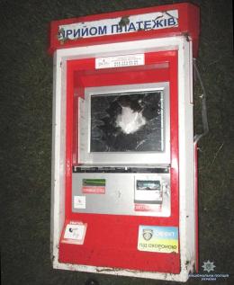 На Буковині двоє хлопців викрали термінал для оплати послуг (фото)