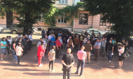 Жителі Заставнівської ОТГ пікетують Чернівецьку ОДА