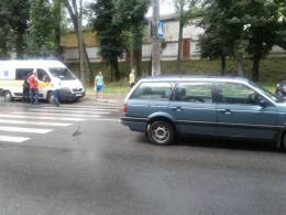 У Чернівцях на Січових Стрільців Volkswagen Passat збив дівчину