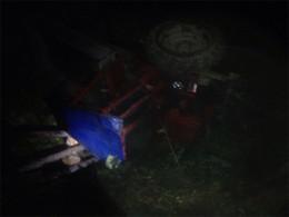 На Буковині трактор з'їхав у кювет, пасажирку на смерть задавила кабіна