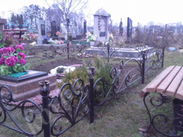 На Буковині судитимуть чоловіка, який викрав огорожу із кладовища