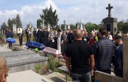 У Чернівцях попрощалися із молодою сім'єю, яка загинула у страшній ДТП в Коломиї (фото)