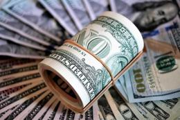 Митники вилучили у чернівчанина валюту на понад 400 тисяч гривень