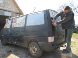 У Чернівцях волонтери ремонтують автомобіль для відправки у зону АТО