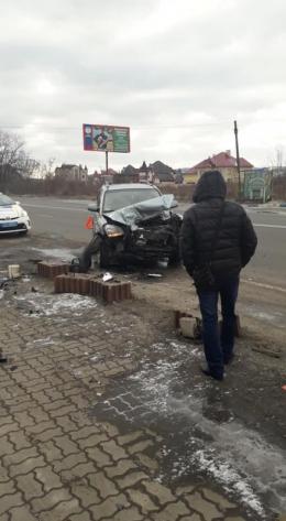 У Чернівецькій області зіткнулися вантажівка і легковик (фото)
