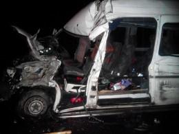 На Буковині вантажівка зіткнулася з мікроавтобусом