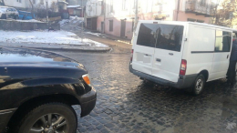 У центрі Чернівців джип зіткнувся з мікроавтобусом