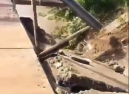 Через негоду на скандальному мості у Маршинцях обвалилась плита (відео)