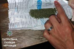 На Головній у Чернівцях поліція затримали двох чоловіків з наркотиками