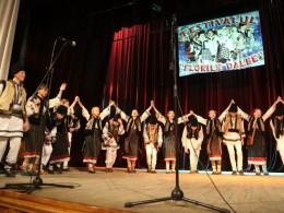 В Чернівцях відбувся фестиваль різдвяних та новорічних румунських звичаїв «Флоріле далбе» (фото)