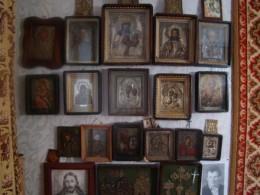 На Буковині затримали чоловіка, який продав колекціонеру ікони, видаючи їх за роботи відомих майстрів