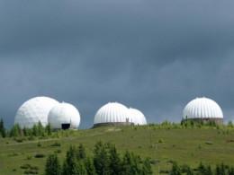 На Буковині вісім художників розмальовують купол на горі Томнатик