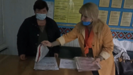 На Буковині вирішили перерахувати бюлетені на одній з дільниць через заяву спостерігача (відео)
