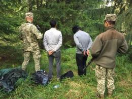 Буковинські прикордонники затримали двох нелегалів із Туреччини